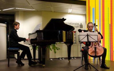 Benedikt und Flora spielen Squire: Danse rustique